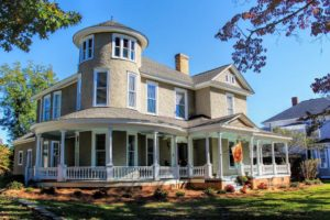 The Newberry Manor, Holidays in Lake Murray Country